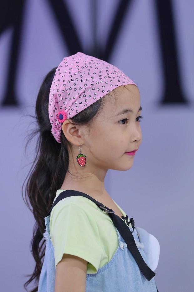 Model Kid Vietnam: Tại sao trẻ em cứ phải son phấn, mặc đồ người lớn mới được công nhận là mẫu nhí? - Ảnh 11.