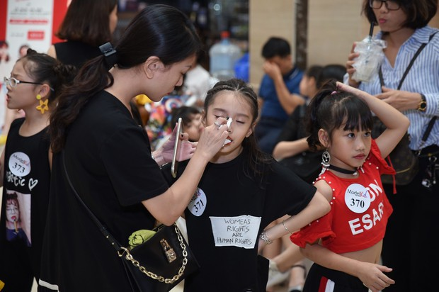 Model Kid Vietnam: Tại sao trẻ em cứ phải son phấn, mặc đồ người lớn mới được công nhận là mẫu nhí? - Ảnh 16.