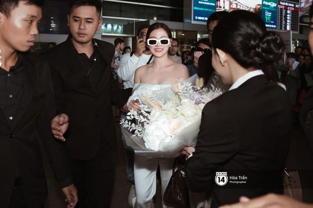 Mỹ nhân Chiếc lá bay Baifern đẹp cực phẩm, diện áo trễ nải khoe vai gầy gợi cảm giữa đám đông fan Việt tại sân bay Tân Sơn Nhất - Ảnh 8.