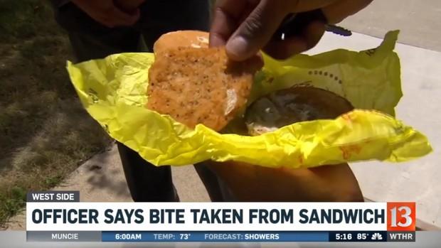 Thấy miếng sandwich bị cắn dở, cảnh sát vội buộc tội nhân viên giao hàng rồi sực nhớ... chính mình là thủ phạm - Ảnh 1.