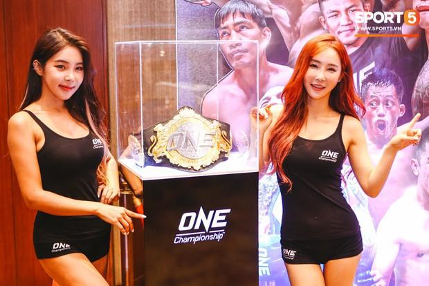 Ngây ngất trước nhan sắc của hai thiên thần trong ngày họp báo sự kiện ONE Championship: Dawn Of Heroes - Ảnh 9.