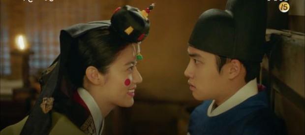 Tưởng sẽ làm bà cô ế chồng đến già, ai ngờ 2 thiếu nữ phim Hàn này húp trọn được cả hoàng tử trong mơ! - Ảnh 3.
