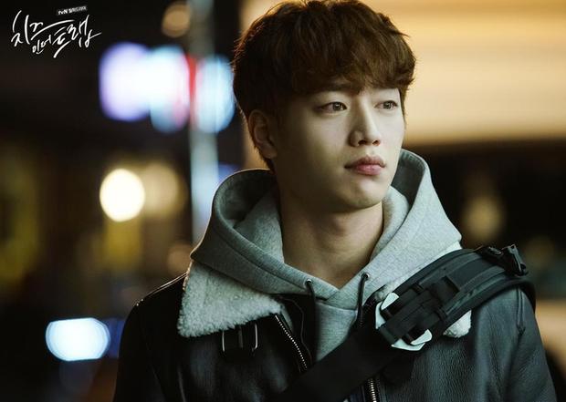 Xem Người Quan Sát chị em mãi không tập trung được vì chăm chăm tia body cực phẩm của mỹ nam Seo Kang Joon - Ảnh 7.