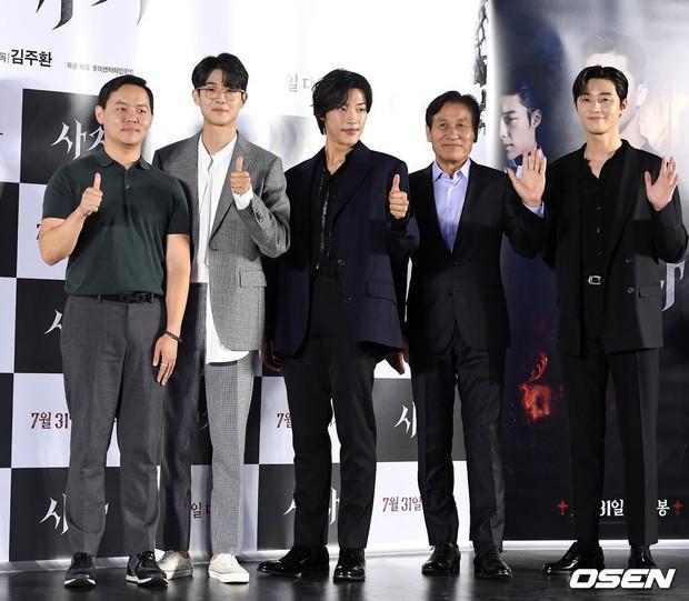 Sự kiện VIP hội tụ 30 sao khủng: Park Seo Joon mời V (BTS), tài tử Hậu duệ mặt trời, Kí sinh trùng và toàn mỹ nhân - Ảnh 1.