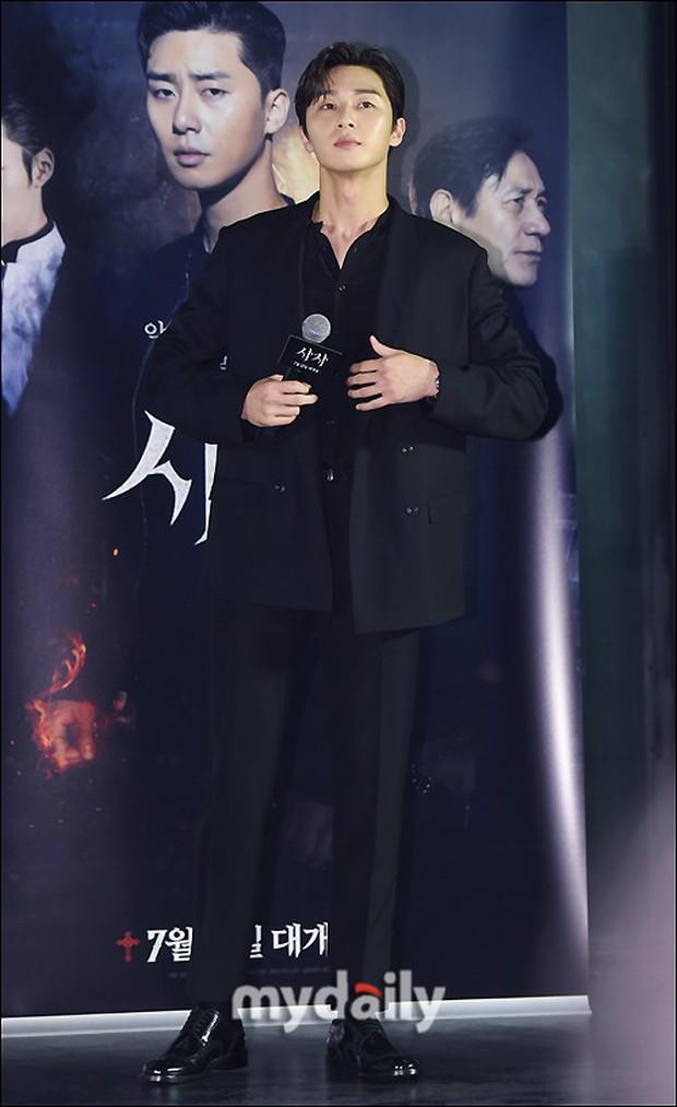 Sự kiện VIP hội tụ 30 sao khủng: Park Seo Joon mời V (BTS), tài tử Hậu duệ mặt trời, Kí sinh trùng và toàn mỹ nhân - Ảnh 3.