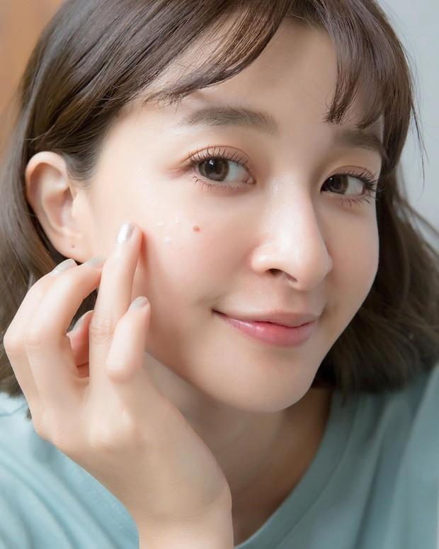 Kinh nghiệm skincare đầy mình nhưng đây mới là 4 tips cải thiện làn da, chống lão hóa được các BTV làm đẹp tâm đắc nhất - Ảnh 2.