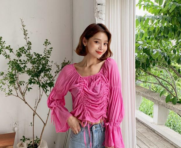 """4 mẫu áo blouse chống chỉ định chị em diện đi làm bởi kiểu thì hở hang quá, kiểu thì """"bô nhếch"""" kém sang - Ảnh 2."""