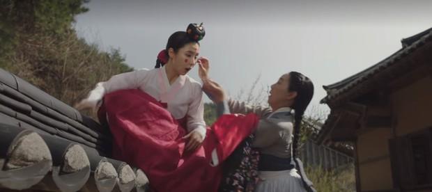 Tưởng sẽ làm bà cô ế chồng đến già, ai ngờ 2 thiếu nữ phim Hàn này húp trọn được cả hoàng tử trong mơ! - Ảnh 1.
