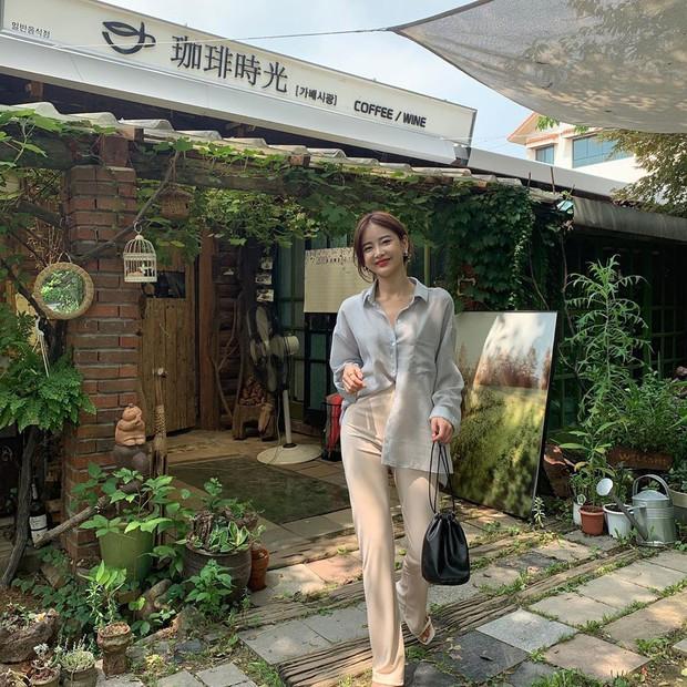 Dù tới sở làm hay đi chơi thì street style châu Á tuần này cũng cân hết, 15 bộ đều đơn giản mà đẹp sang - Ảnh 14.
