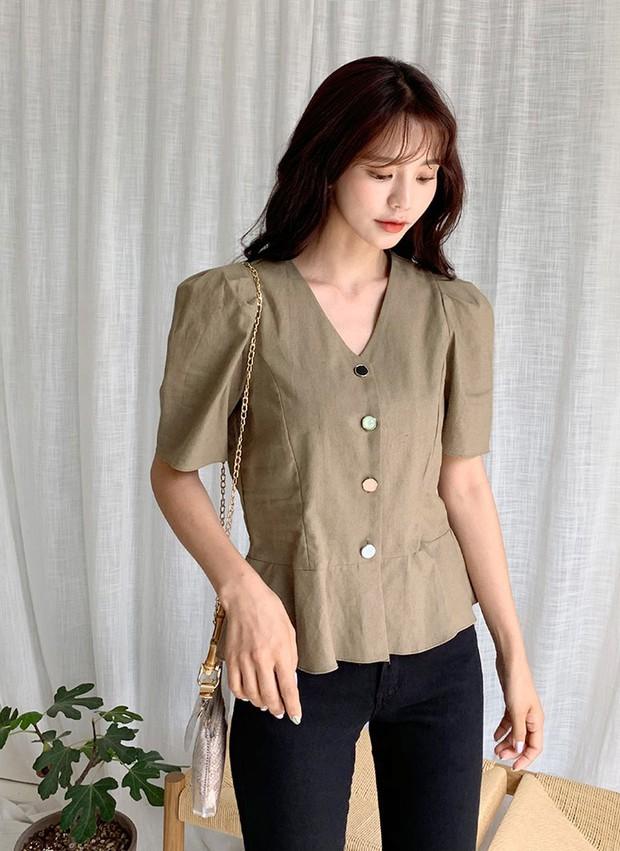 """4 mẫu áo blouse chống chỉ định chị em diện đi làm bởi kiểu thì hở hang quá, kiểu thì """"bô nhếch"""" kém sang - Ảnh 15."""