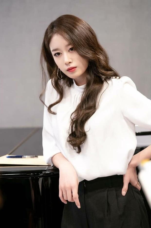 Trở lại màn ảnh sau 5 năm, Ji Yeon (T-ara) đóng vai phụ mà đẹp hết phần thiên hạ, đàn em vai chính chặt không lại - Ảnh 4.