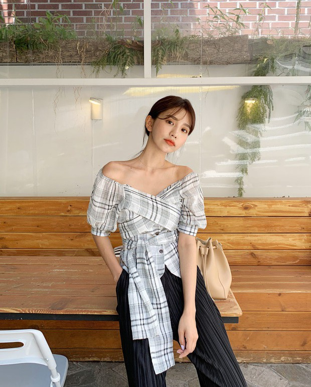 """4 mẫu áo blouse chống chỉ định chị em diện đi làm bởi kiểu thì hở hang quá, kiểu thì """"bô nhếch"""" kém sang - Ảnh 6."""