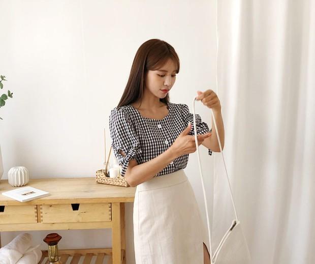 """4 mẫu áo blouse chống chỉ định chị em diện đi làm bởi kiểu thì hở hang quá, kiểu thì """"bô nhếch"""" kém sang - Ảnh 7."""