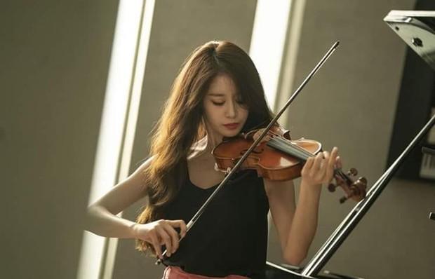 Trở lại màn ảnh sau 5 năm, Ji Yeon (T-ara) đóng vai phụ mà đẹp hết phần thiên hạ, đàn em vai chính chặt không lại - Ảnh 8.