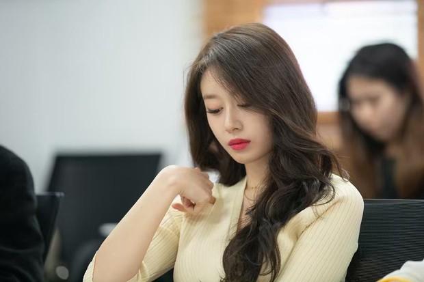 Trở lại màn ảnh sau 5 năm, Ji Yeon (T-ara) đóng vai phụ mà đẹp hết phần thiên hạ, đàn em vai chính chặt không lại - Ảnh 9.