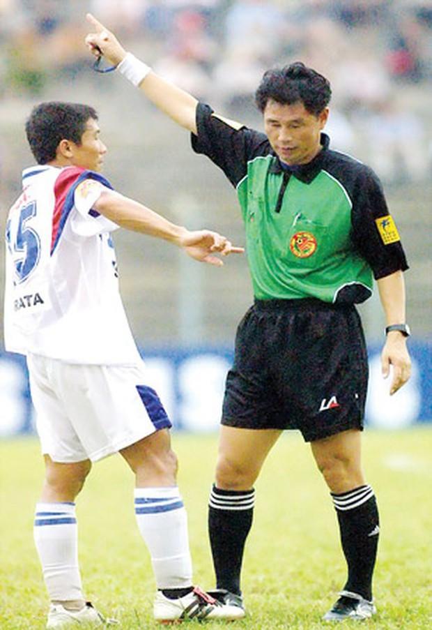 HLV Khánh Hoà bị cấm hành nghề 2 năm vì dàn xếp tỷ số, sốc hơn khi 14 năm trước là trọng tài nhận hối lộ ở V.League - Ảnh 2.