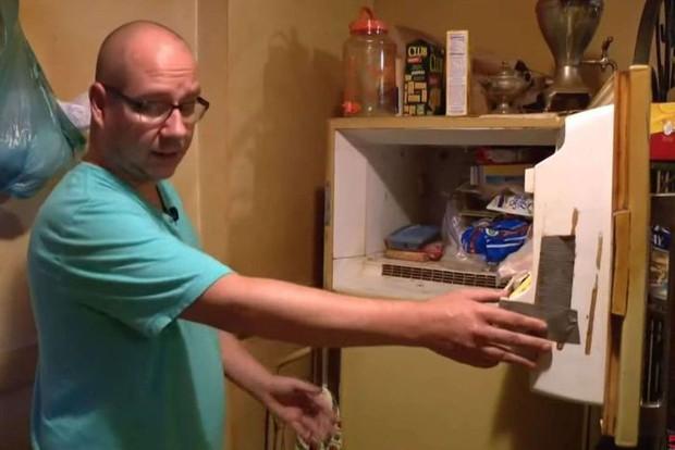 Dọn nhà mẹ quá cố, con trai phát hiện xác ướp bí ẩn nằm trong tủ lạnh suốt mấy chục năm - Ảnh 1.