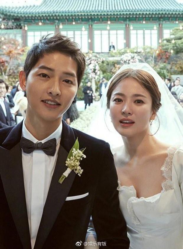 Truyền thông Hong Kong đưa tin Song Joong Ki ảnh hưởng nặng nề, thua kém Song Hye Kyo về mặt sự nghiệp - Ảnh 2.