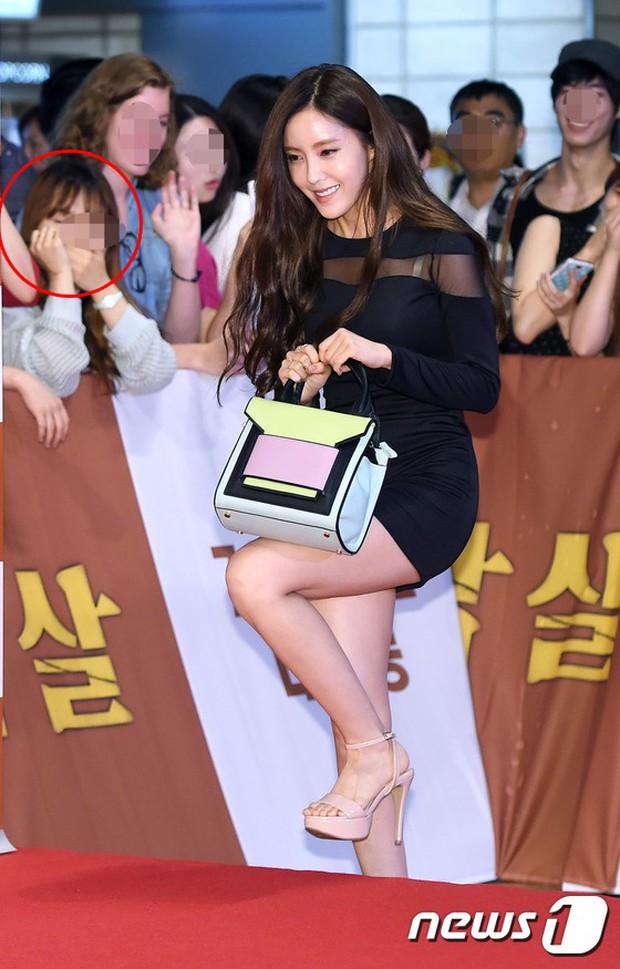 Những biểu cảm đắt giá của team qua đường trước nhan sắc idol Hàn: Jennie quá hot nhưng không gây sốc bằng Irene - Ảnh 5.