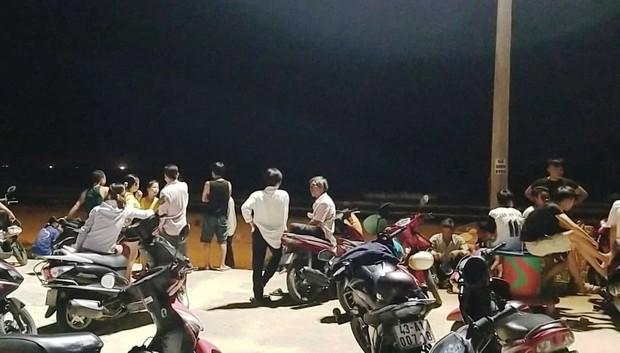 Tắm biển Đà Nẵng, 2 học sinh bị đuối nước mất tích - Ảnh 1.