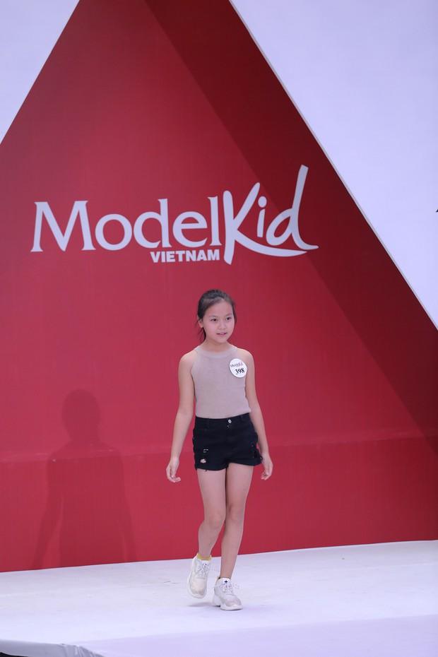 Model Kid Vietnam: Tại sao trẻ em cứ phải son phấn, mặc đồ người lớn mới được công nhận là mẫu nhí? - Ảnh 14.