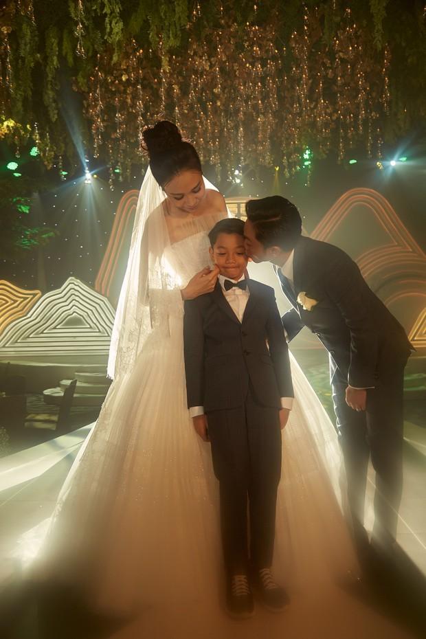 2 ngày sau hôn lễ, Đàm Thu Trang cuối cùng cũng tung clip toàn bộ khoảnh khắc đắt giá nhất trong ngày trọng đại - Ảnh 2.