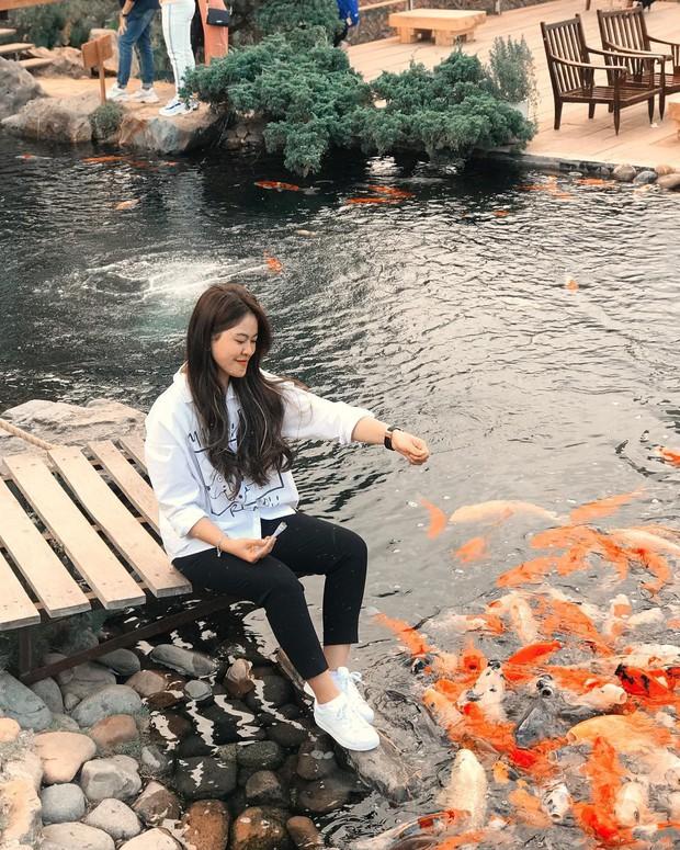 """Lên Đà Lạt làm bạn với cá Koi, Kỳ Duyên và Minh Triệu khiến fan """"ngất lịm"""" trước quán cafe style Nhật cực hot này! - Ảnh 12."""