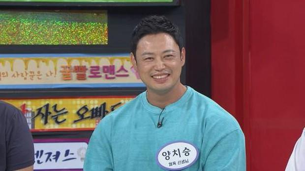 """""""Thánh tập gym"""" tiết lộ bí quyết Jin (BTS) và Kim Woo Bin có được bờ vai Thái Bình Dương, body triệu người mê - Ảnh 1."""