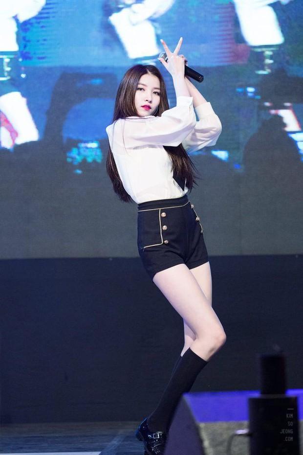 Những nữ idol có vòng eo con kiến đẹp nhất Kpop: Có người chỉ mới 15 tuổi, liệu Jennie có xuất sắc nhất? - Ảnh 14.