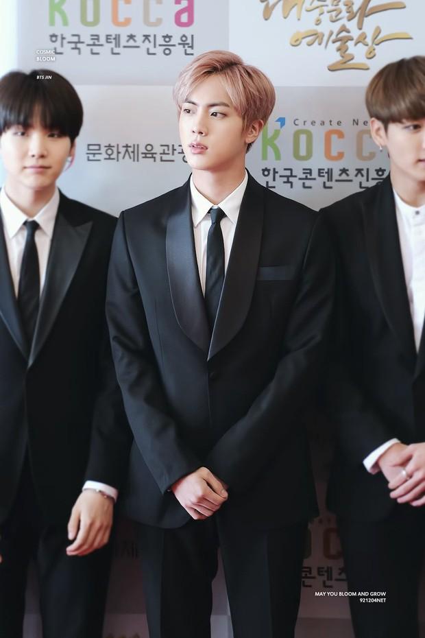"""""""Thánh tập gym"""" tiết lộ bí quyết Jin (BTS) và Kim Woo Bin có được bờ vai Thái Bình Dương, body triệu người mê - Ảnh 6."""