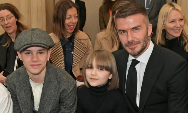 Chụp selfie bên mẹ Victoria Beckham, Harper xinh xắn đến nỗi fan đồng loạt thốt lên: Mỹ nhân tương lai đây rồi! - Ảnh 2.