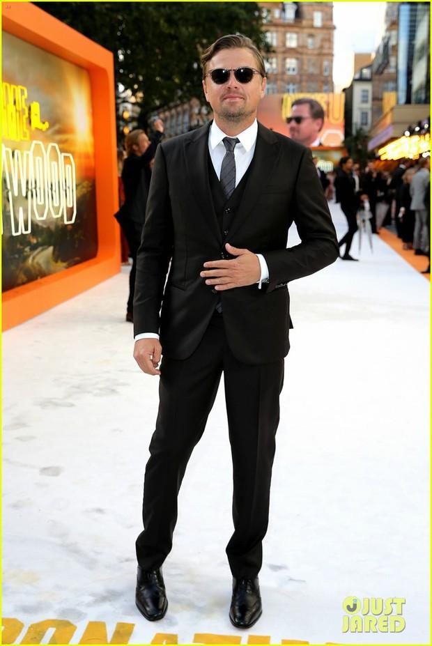 Thảm đỏ Once Upon a Time in Hollywood: Bộ đôi Leonardo - Brad Pitt bảnh bao bên Harley Quinn, sao mặc lố chiếm trọn spotlight - Ảnh 2.