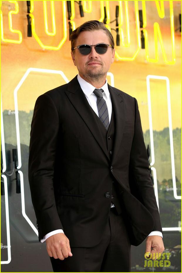 Thảm đỏ Once Upon a Time in Hollywood: Bộ đôi Leonardo - Brad Pitt bảnh bao bên Harley Quinn, sao mặc lố chiếm trọn spotlight - Ảnh 3.