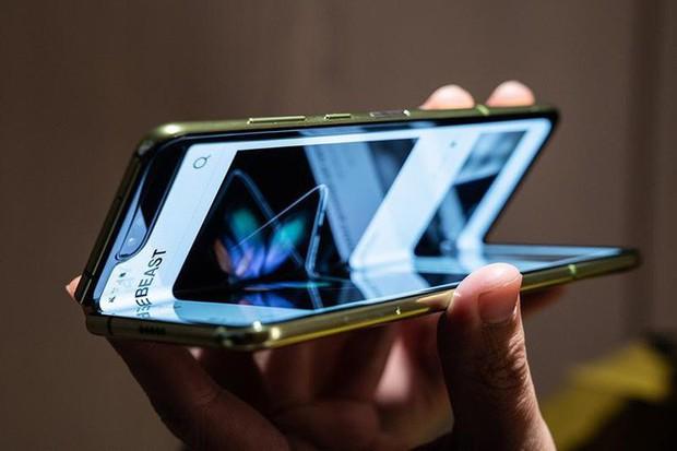 Sẵn sàng đại chiến: Samsung Galaxy Fold sẽ lên kệ cùng thời điểm với iPhone XI - Ảnh 1.