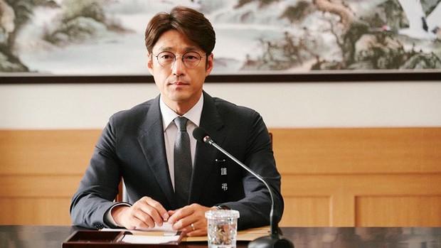 Làm phim bóc phốt gắt hơn scandal chấn động của Seungri, thiên hạ trầm trồ với Tổng Thống 60 Ngày của tvN - Ảnh 4.