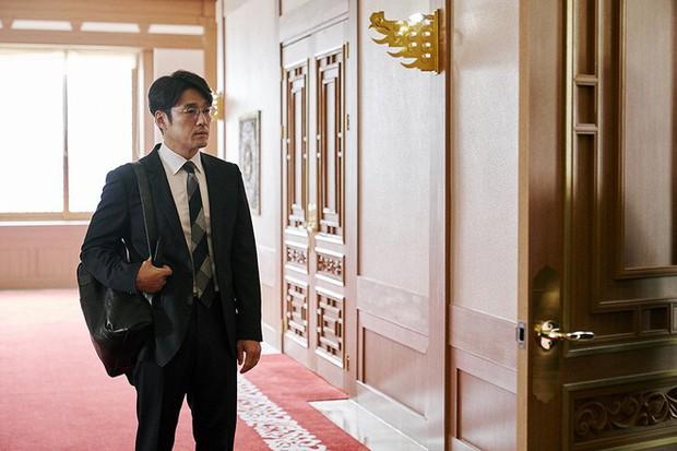 Làm phim bóc phốt gắt hơn scandal chấn động của Seungri, thiên hạ trầm trồ với Tổng Thống 60 Ngày của tvN - Ảnh 5.