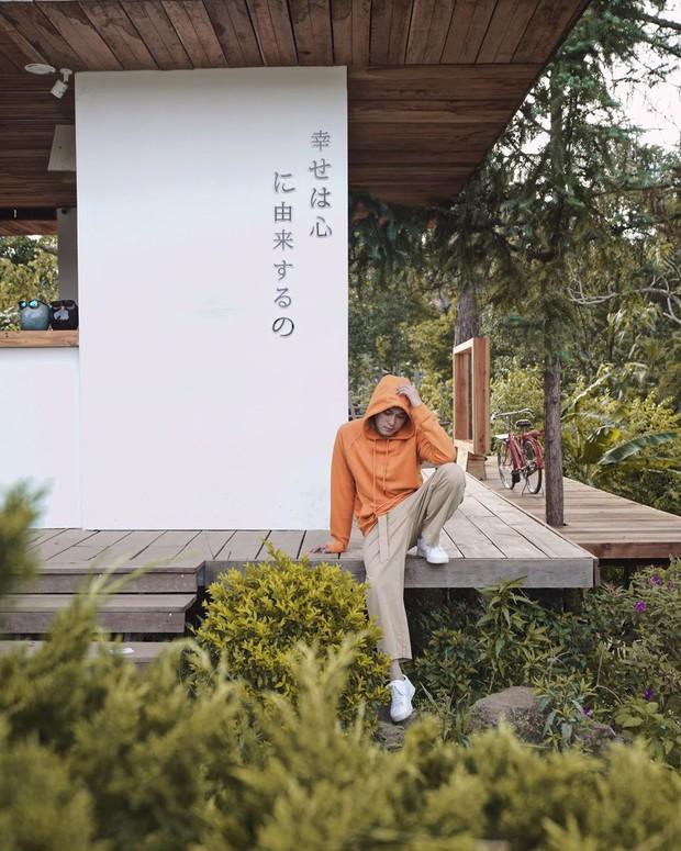 """Lên Đà Lạt làm bạn với cá Koi, Kỳ Duyên và Minh Triệu khiến fan """"ngất lịm"""" trước quán cafe style Nhật cực hot này! - Ảnh 1."""