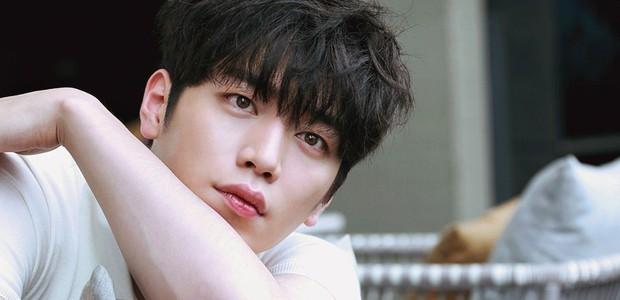 Xem Người Quan Sát chị em mãi không tập trung được vì chăm chăm tia body cực phẩm của mỹ nam Seo Kang Joon - Ảnh 2.