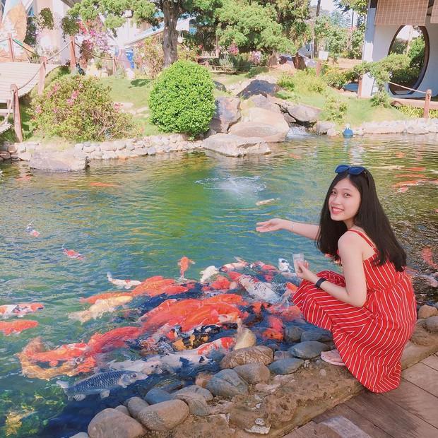 """Lên Đà Lạt làm bạn với cá Koi, Kỳ Duyên và Minh Triệu khiến fan """"ngất lịm"""" trước quán cafe style Nhật cực hot này! - Ảnh 13."""