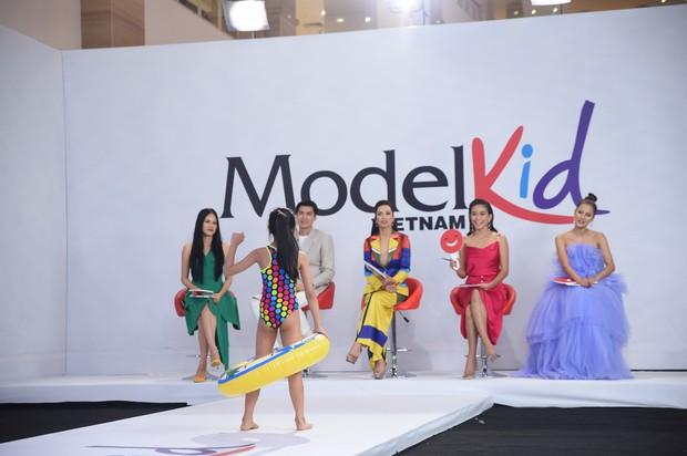 Model Kid Vietnam: Tại sao trẻ em cứ phải son phấn, mặc đồ người lớn mới được công nhận là mẫu nhí? - Ảnh 1.