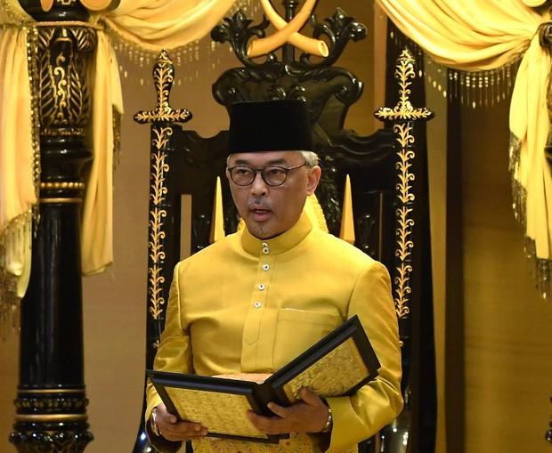Được hỏi chọn BTS hay BLACKPINK, tân Quốc vương Malaysia gây sốt với câu trả lời cùng nụ cười trên môi - Ảnh 1.
