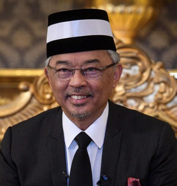 Được hỏi chọn BTS hay BLACKPINK, tân Quốc vương Malaysia gây sốt với câu trả lời cùng nụ cười trên môi - Ảnh 2.