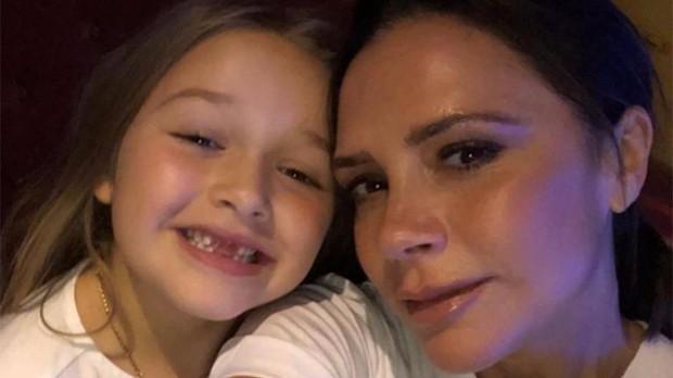 Chụp selfie bên mẹ Victoria Beckham, Harper xinh xắn đến nỗi fan đồng loạt thốt lên: Mỹ nhân tương lai đây rồi! - Ảnh 3.
