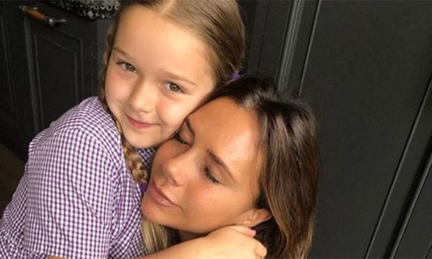 Chụp selfie bên mẹ Victoria Beckham, Harper xinh xắn đến nỗi fan đồng loạt thốt lên: Mỹ nhân tương lai đây rồi! - Ảnh 4.