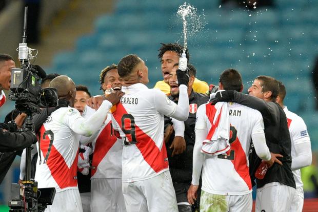 Đè bẹp ĐKVĐ Chile, Peru hiên ngang tiến vào gặp Brazil ở chung kết Cúp Nam Mỹ - Ảnh 1.