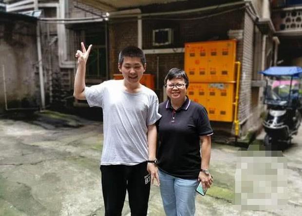 Cuộc đời đáng thương của thần đồng 15 tuổi đạt 667/700 điểm Gaokao: Ba mẹ ly hôn từ nhỏ, 2 tuổi đã biết học Tiếng Anh, 5 tuổi vào lớp hai - Ảnh 3.