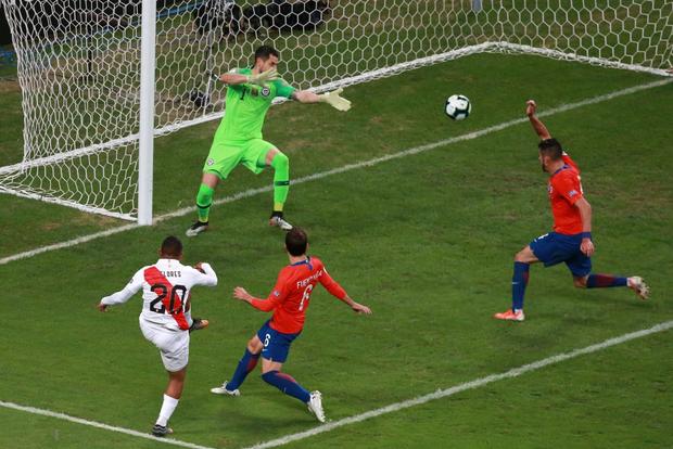 Đè bẹp ĐKVĐ Chile, Peru hiên ngang tiến vào gặp Brazil ở chung kết Cúp Nam Mỹ - Ảnh 2.