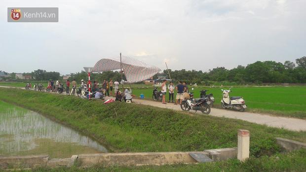Clip: Nhiều khu vực trung tâm Hà Nội bốc mùi hôi nồng nặc sau 4 ngày dân chặn xe vào bãi rác Nam Sơn - Ảnh 1.