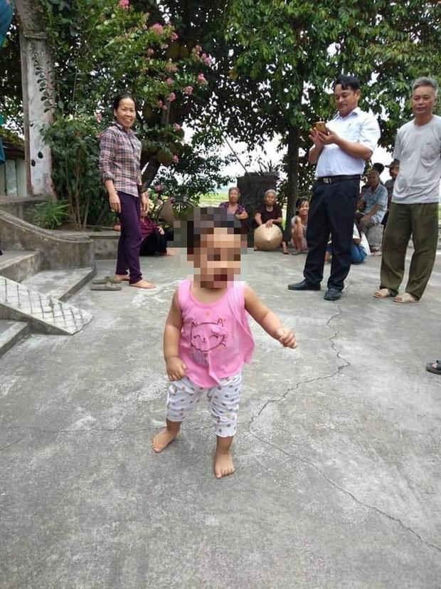Nam Định: Nữ sinh để lại con gái đáng yêu ở chùa kèm lá thư em còn phải đi lấy chồng - Ảnh 1.