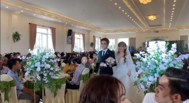 Sốt xình xịch loạt ảnh Thu Thủy hạnh phúc tổ chức đám cưới với ông xã kém 10 tuổi ở Đà Lạt hôm nay - Ảnh 1.